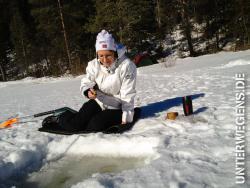 anzelten-2013-norwegen-eisangeln-winter-schnee-allak-hilleberg-eisbohrer-kalt-see-021