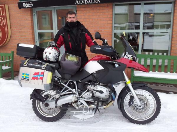 BMW R1200GS auf Ski und Spikes - Schneespaß in Winter Schweden