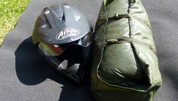 Hollaendischer-Daunenschlafsack-Militaer-unterwegens-Motorrad-38